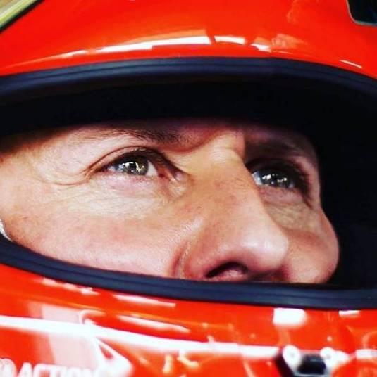 Para abrir as redes sociais, foi dada as boas-vindas aos fãs de Schumi:— Sejam bem-vindos ao paddock de Michael!Gostaríamos de compartilhar memórias com você e qual melhor começo poderia haver,- do que o próximo aniversário do primeiro título de campeão mundial de Michael