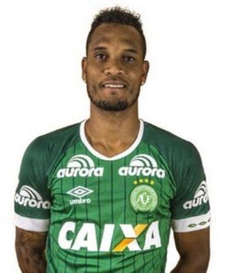 ThiegoPosição: ZagueiroPerfil: Willian Thiego de Jesus, mais conhecido como Thiego, nasceu em Aracaju, no dia 22 de julho de 1986 (30 anos) e atuou em times como o Grêmio, Figueirense, além de ter jogado no Japão e no Arzeibaijão