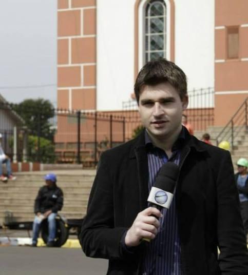 Renan Carlos Agnolin - Rádio Oeste Capital (Repórter)Perfil: Renan Carlos Agnolin era radialista: trabalhava como repórter da rádio Oeste Capital, de Chapecó