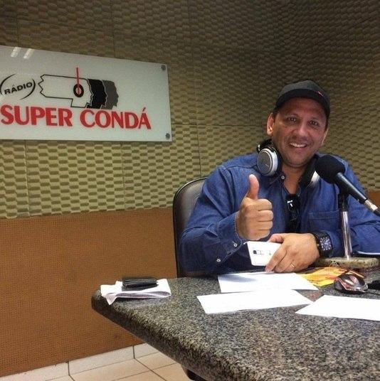 Edson Luiz Ebeliny (Edson Picole) - Rádio Super CondáPerfil: O radialista Edson Luiz Ebeliny, conhecido como Edson Picolé, fazia parte da equipe de radialistas da Rádio Super Condá, de Chapecó