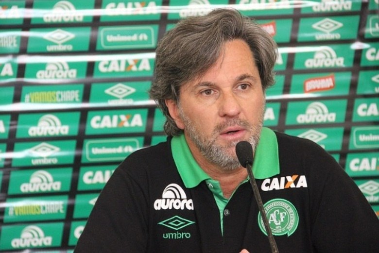Caio JuniorPosição: TécnicoPerfil: Técnico que teve passagens por Palmeiras, Grêmio e Criciuma, Luiz Carlos Saroli, ou Caio Júnior nasceu em Cascavel (PR), no dia 8 de março de 1965 (51 anos)
