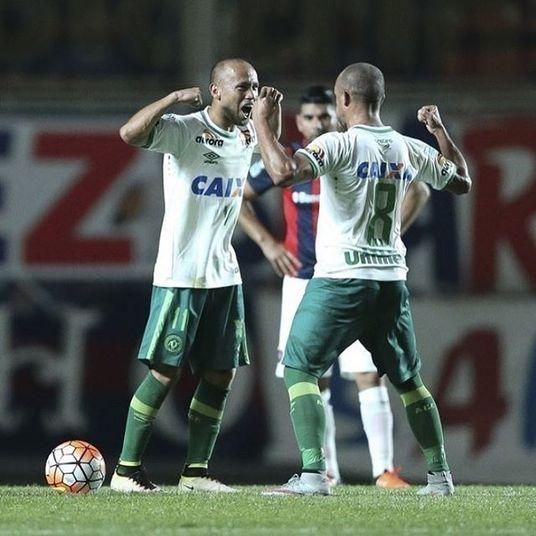 AnaniasPosição:Meia  Perfil:AnaniasEloi Castro Monteiro, conhecido como Ananias, ficou famoso por fazer os dois primeiros gols no Allianz Parque, estádio do Palmeiras, em novembro de 2014, na vitória do Sport por 2 X 0 contra o Verdão