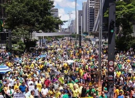 Cidades do Brasil têm protestos contra a corrupção. Veja as fotos