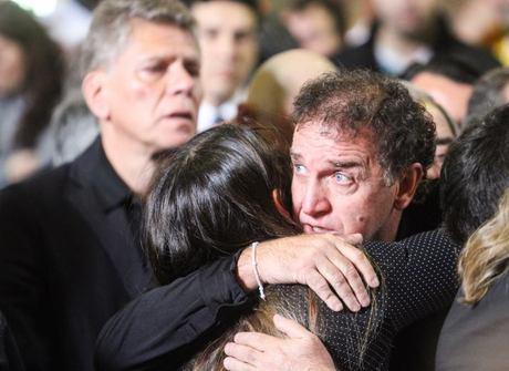 Família do futebol comparece ao enterro dos jogadores da Chape