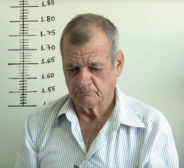 Adônis José Negri, de 61 anos, queria evitar os constantes furtos à despensa de sua casa. Da última vez que agiu, o ladrão furtou cinco caixinhas de achocolatados da geladeira de Adônis e, sem saber do plano de assassinato, não bebeu. Porém, o produto foi vendido por R$ 10 ao pai de Rhayron.O delegado Eduardo Botelho, titular da Deddica (DelegaciaEspecializada de Defesa da Criança e do Adolescente), responsável pelo caso,explicou que Adônis vai responder pelos crimes de homicídio qualificadopor envenenamento contra o menino e tentativa de homicídio também qualificadopor envenenamento contra o tio da criança, que também consumiu o produto echegou a ser internado