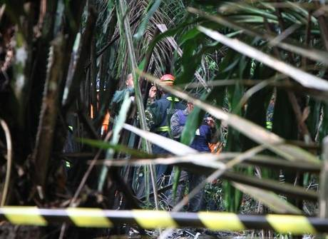 Veja fotos do local do acidente<br />com avião em Manaus