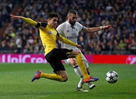 Real abre 2 a 0, mas cede empate ao Borussia e fica em 2º no grupo