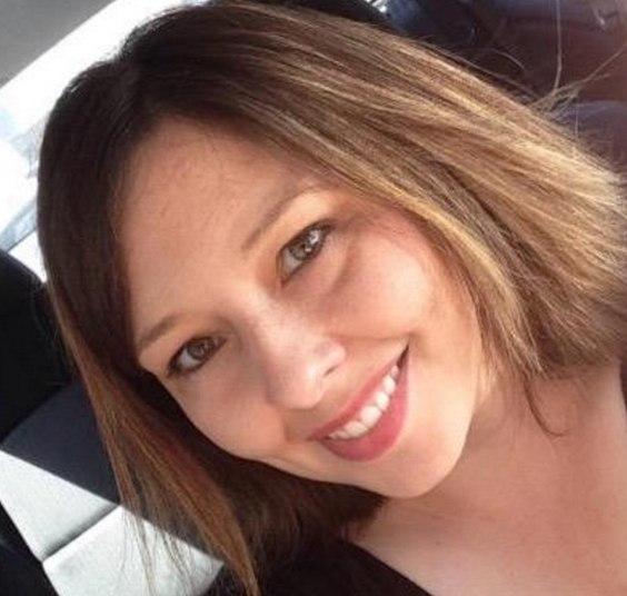 Sara Domres, 29 anos, aumentou a lista de professoras presas por envolvimento sexual com alunos menores de idade. Segundo a polícia, a professora foi pra casa com um garoto de 16 anos várias vezes, incluindo na noite de despedida de solteiro do futuro marido. Sara dava aula de inglês naNew Berlin West High School, emWisconsin (EUA). Foi demitida e pegou cadeia após autoridades descobrirem os encontros íntimos, além de mensagens de cunho sexual e fotos nua que ela mandava ao menor de idade