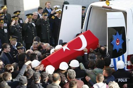 Grupo curdo reivindica atentado em Istambul