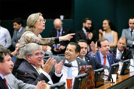 Resultado de imagem para comissao aprova reforma da previdencia
