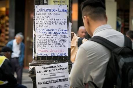 Desemprego atinge 12,1 milhões de pessoas em novembro