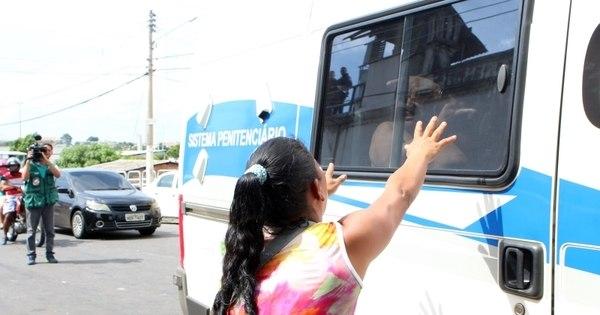 Após massacre, 17 presos de Manaus são transferidos para presídios federais