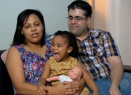 Famílias adotam bebês gerados por mulheres viciadas em drogas