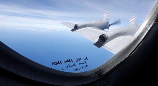Buscas pelo jato da Malaysia Airlines são suspensas