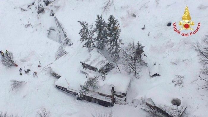 Após terremotos, avalanche atinge hotel na Itália e deixa mortos