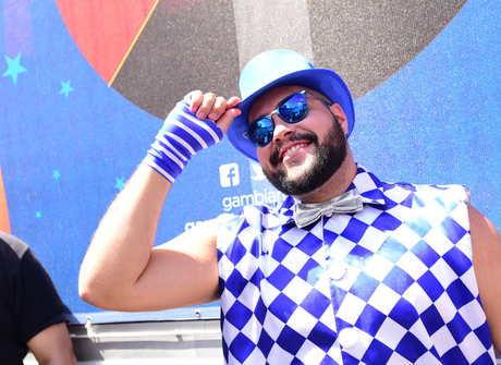 Tiago Abravanel comanda bloco carnavalesco pelas ruas de SP