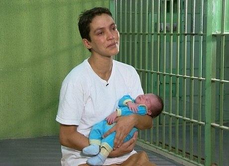 Veja o drama de mães presas que são obrigadas a entregar os bebês