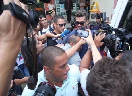 Marcos indiciado e morte de ídolo marcam a semana dos famosos