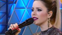 Sandy canta ao vivo o  sucesso _Me Espera_ no  palco do Mion (Reprodução)