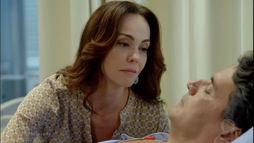 Sabrina conversa com Felipe no hospital e se anima ao achar que viu um movimento ()