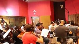 Trilha sonora do filme _Nada a Perder_ é produzida por orquestra ()