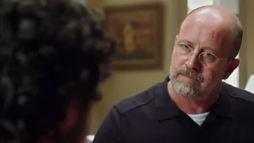 Jonas tenta convencer Robinson a se arrepender dos seus erros ()