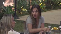 Nicole diz para Taty que Kamilla está sendo desprezada pelos colegas (Reprodução)