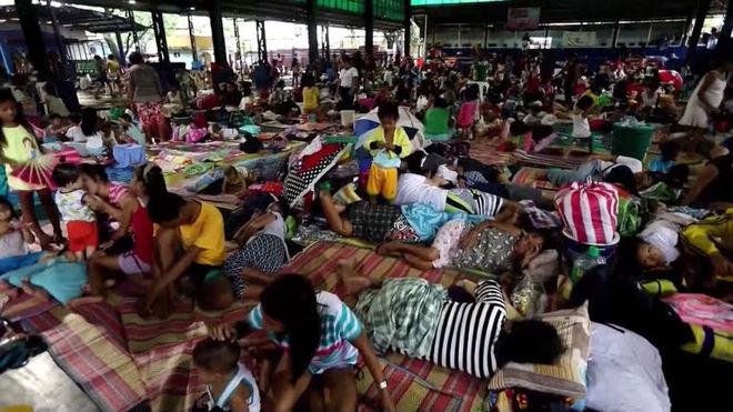 Inundações nas Filipinas deixam milhares de deslocados