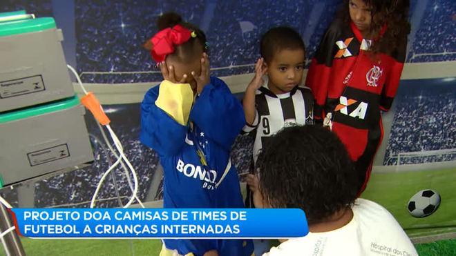 Crianças de hospital de BH fazem desfile com camisas de futebol