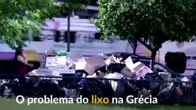Com paralisação de coleta, lixo acumula nas ruas da Grécia