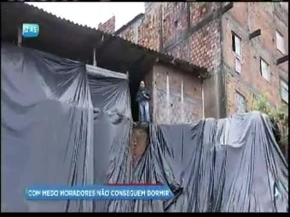 Chuva: moradores de encostas temem a morte durante temporais