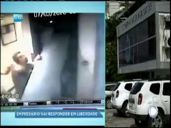 Empresário destrói elevador durante ataque de fúria