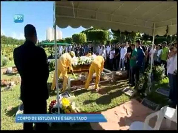 Enterrado corpo de estudante de Direito que morreu durante teste drive