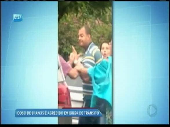 Vídeo: motorista armado ameaça idoso em briga de trânsito