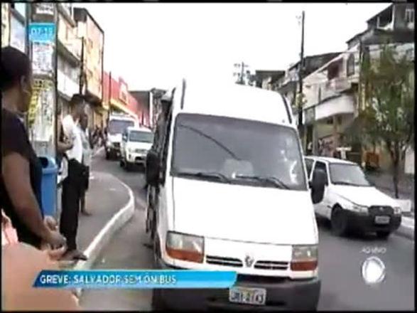 Com greve dos rodoviários, vans chegam a cobrar R$ 5 pela tarifa