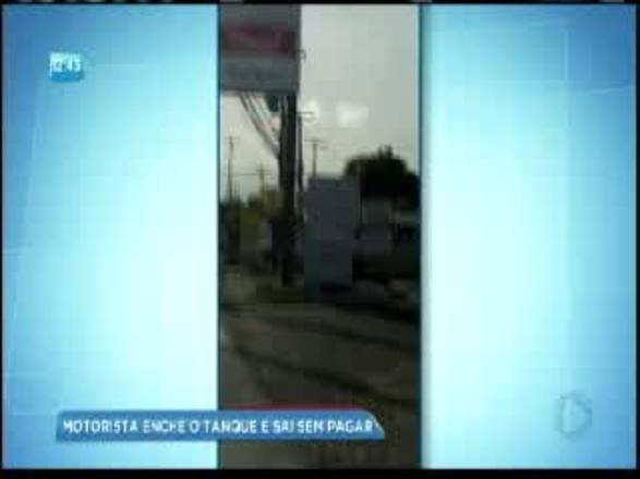 Vídeo: homem foge de posto sem pagar gasolina após abastecer tanque em Salvador