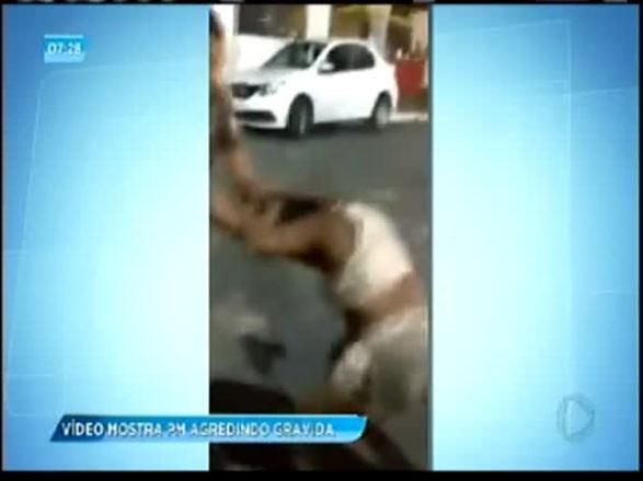 Polícia é afastado após agredir mulher grávida em Salvador; assista