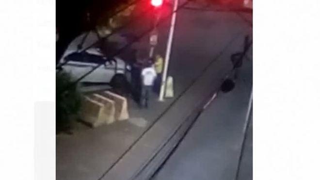 Vídeo: mulher em situação de rua é agredida no centro de Salvador