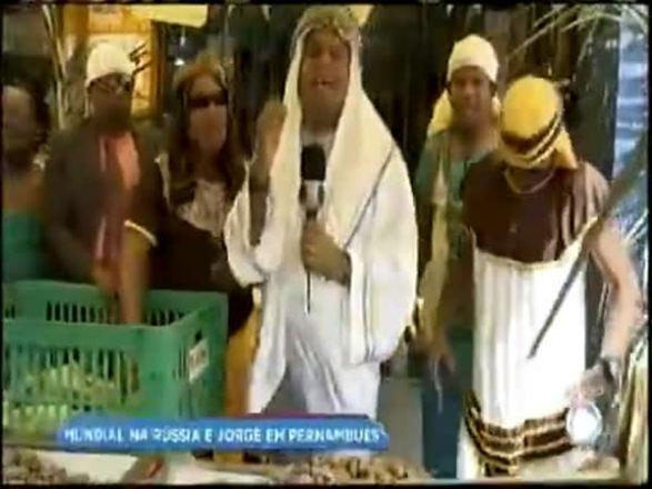 Em ritmo de copa, Jorge Araújo faz a festa em Pernambués; assista