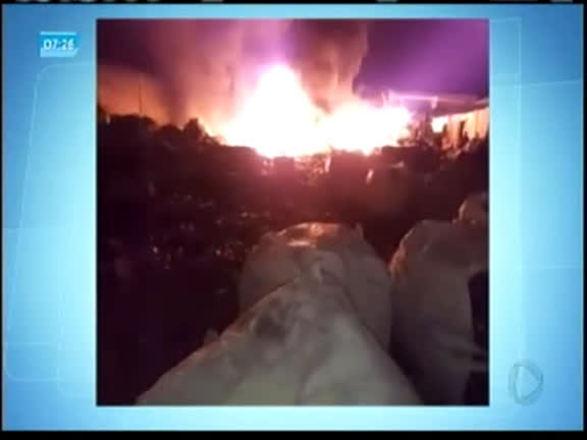 Incêndio atinge depósito de materiais recicláveis no interior da BA