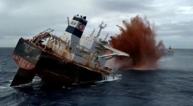 MA: Veja vídeo do momento que a Marinha afundou o navio encalhado