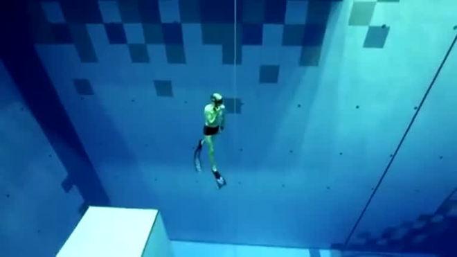 Piscina de mergulho mais funda do mundo é inaugurada na Polônia