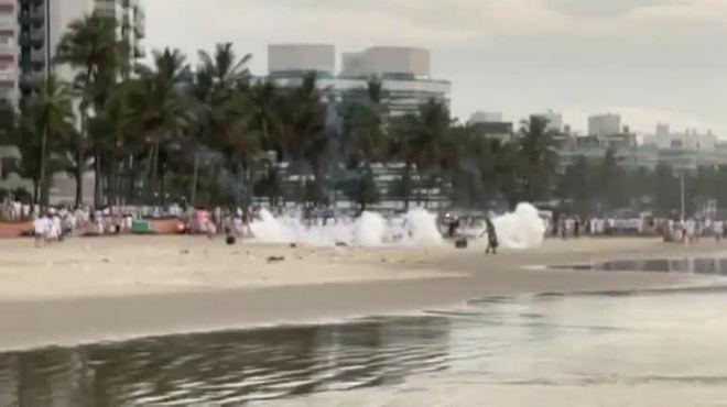 PM solta bombas e dispersa luau na Riviera de São Lourenço (SP)