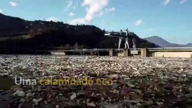Imagens de drone revelam 'oceano plástico' em barragem na Sérvia