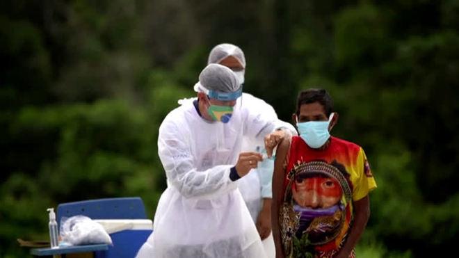 Na Amazônia, indígenas celebram chegada da vacina contra a covid-19