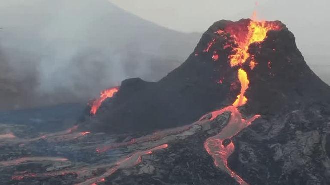 Drone faz imagens de vulcão em erupção na Islândia