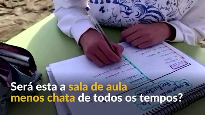 Escola espanhola transfere aulas para a praia
