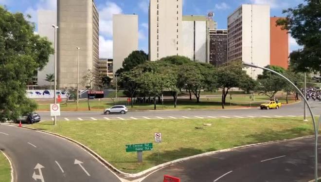 Bolsonaro sai em carreata com motociclistas em Brasília