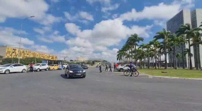 Brasília: Bolsonaro lidera comboio de motociclistas no Dia das Mães