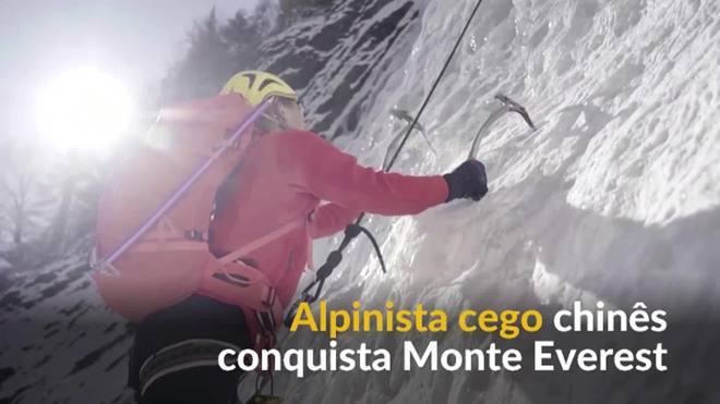Primeiro alpinista cego chinês conclui escalada do Monte Everest
